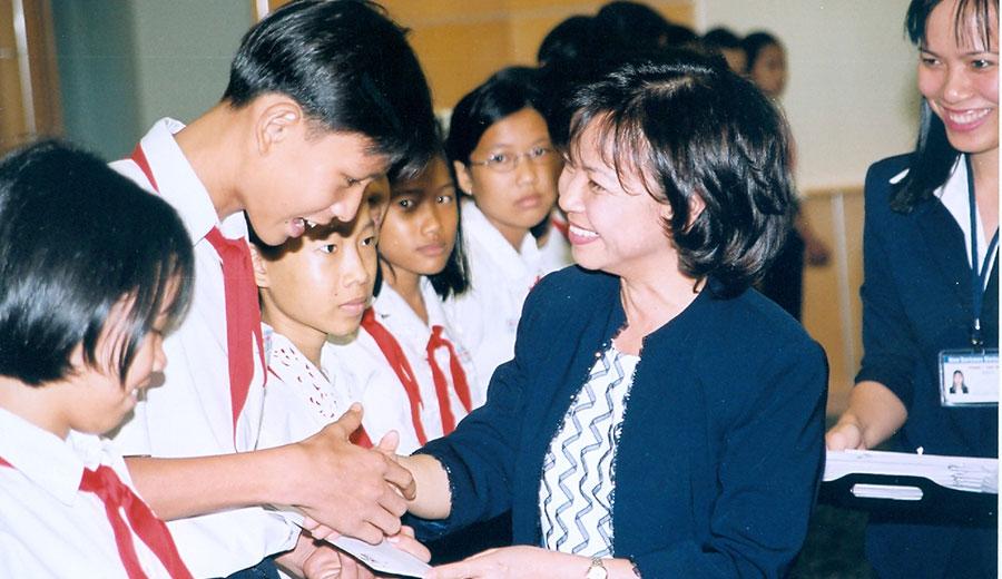 Học bổng REE 2003